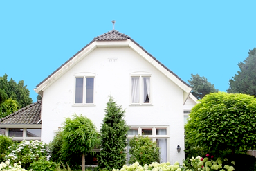 Spring has Sprung! Time to Get Started on Your Exterior Paint Project! | D&D Painting