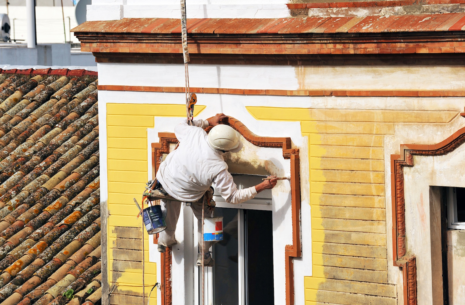 What are the Ideal Conditions for Painting the Exterior of My Home | D and D Painting